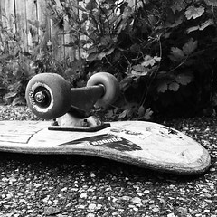 Flatlander #skate sessh in the driveway with the #groms. Daddy still got some #oldschool pops. #skateordie #bw