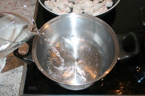 49 - Wasser für Reis aufsetzen / Bring water for rice to cook