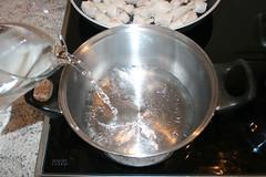 49 - Wasser für Reis aufsetzen / Bring water for…
