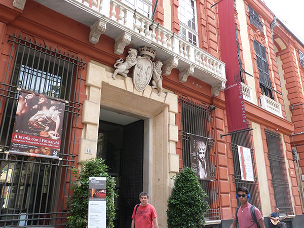entrée palazzo rosso