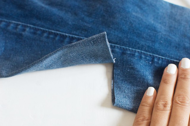 Distressing your denim jeans www.apairandasparediy.com