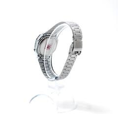 hand(0.0), body jewelry(0.0), mineral(0.0), jewellery(0.0), bangle(0.0), gemstone(0.0), bracelet(0.0), rings(0.0), metal(1.0), platinum(1.0),