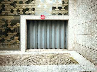 Obraz Júlio Dinis. portugal architecture photoshop canon spring europe garage stop porto oporto 132 portogallo lightroom compactcamera 2014 g15 canonphotography powershotg15 ruadejuliodinis juliodinis