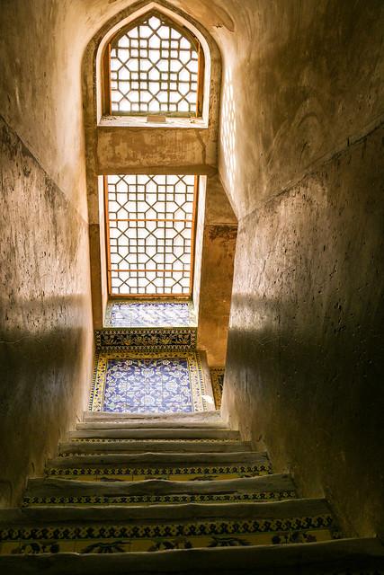 Stairs and window of Ali Qapu palace, Isfahan イスファハン、アーリー・ガープー宮殿の美しい階段