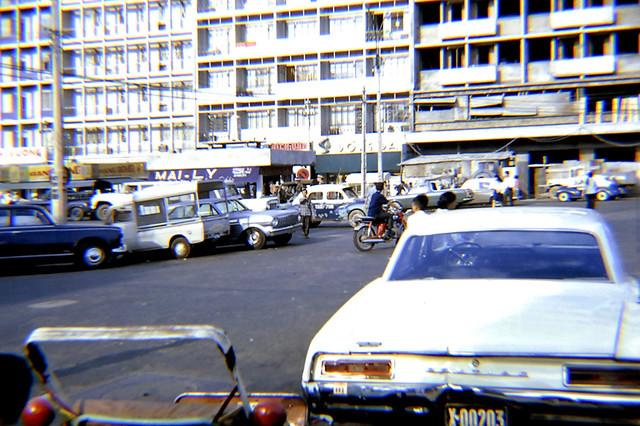 SAIGON 1969-70 - ĐL Nguyễn Huệ - Bìa phải là Palace Hotel đang xây dựng