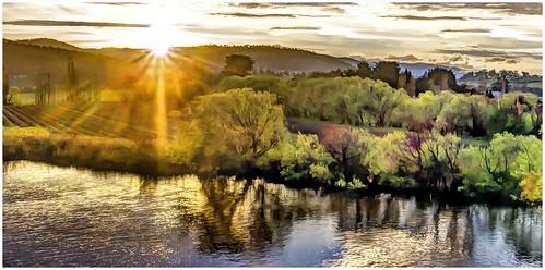 sunset water river derwentvalley australia tasmania derwentriver riverderwent newnorfolk canoneos550d trainsintasmania latelighting stevebromley arcsoftpanorama5