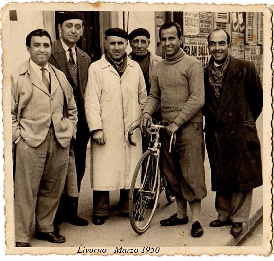 Olimpio Bizzi con amici livornesi