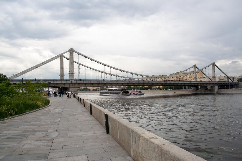 Москва. Набережная у Музеона. Крымский мост