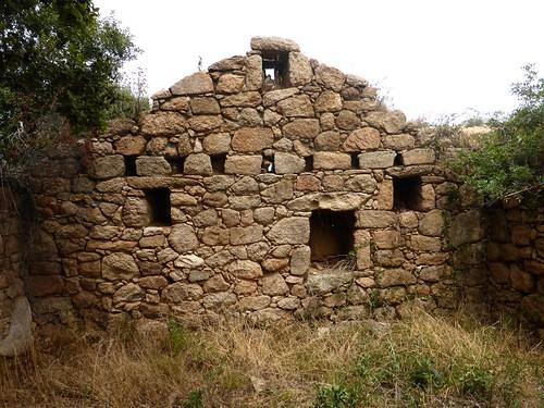 1ère maison de Ghjuncaghjola : façade latérale droite vue de l'intérieur
