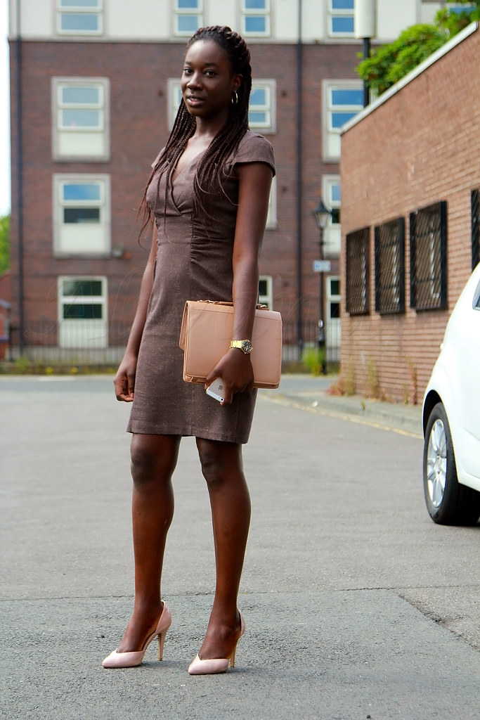 nude-handbag-shoes-and-pencil-dress