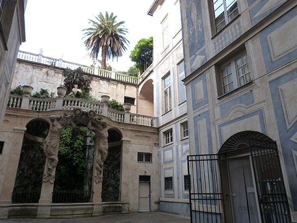 cour et fontaine du palais bleu