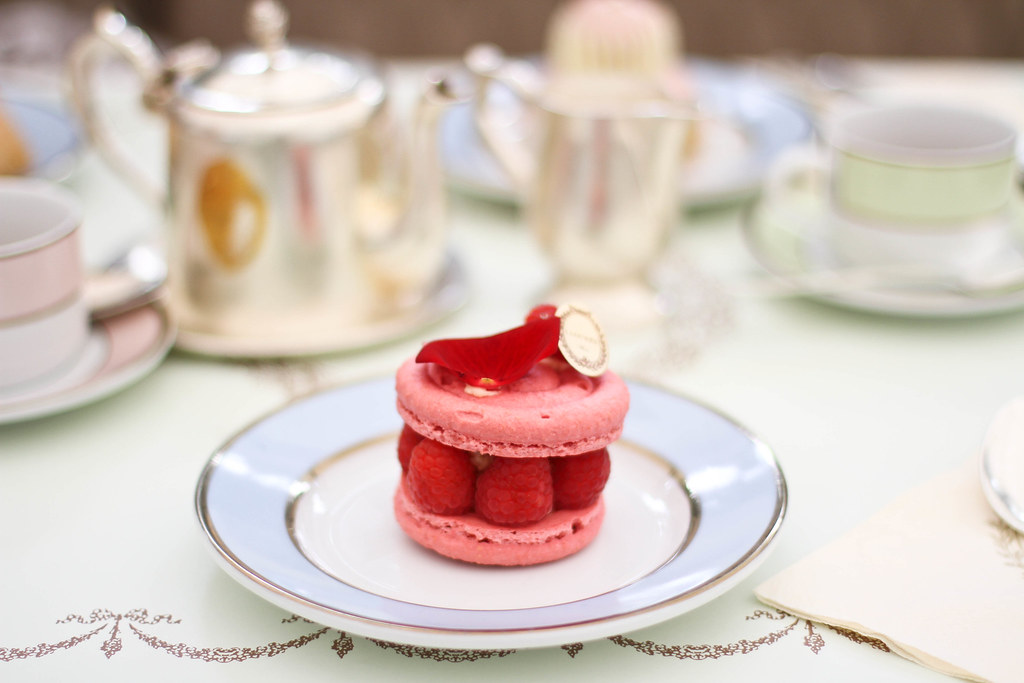 Laduree Champs Elysees-11.jpg