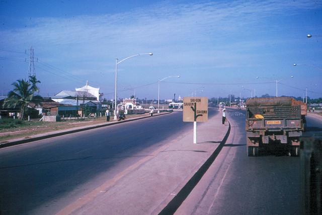 Saigon 1965 - Ngã tư Hàng Xanh