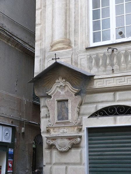 niche votive