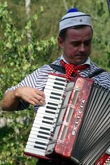diatonic button accordion(0.0), button accordion(0.0), wind instrument(0.0), accordion(1.0), folk instrument(1.0), garmon(1.0),