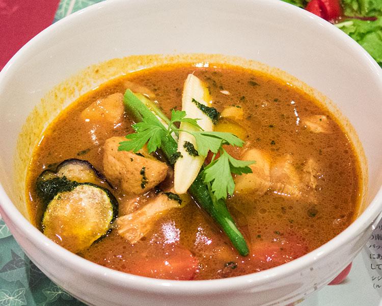 豚バラ肉と旬野菜のトマトスープカレー