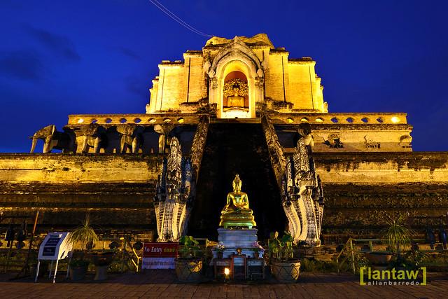 Chedi Luang at dusk