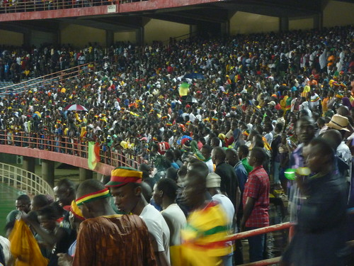 Malian fans waiting under the pouring rain