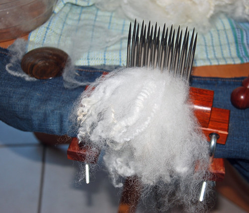 Handcombing Romney ewe lamb's wool on Forsyth Fine combs and diz