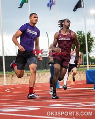 Marshall's Ezrael Powell and Warren's Dennis Houston during the District 28-6A Finals 200m  #ok3sports #sportsphotography #nikonsports