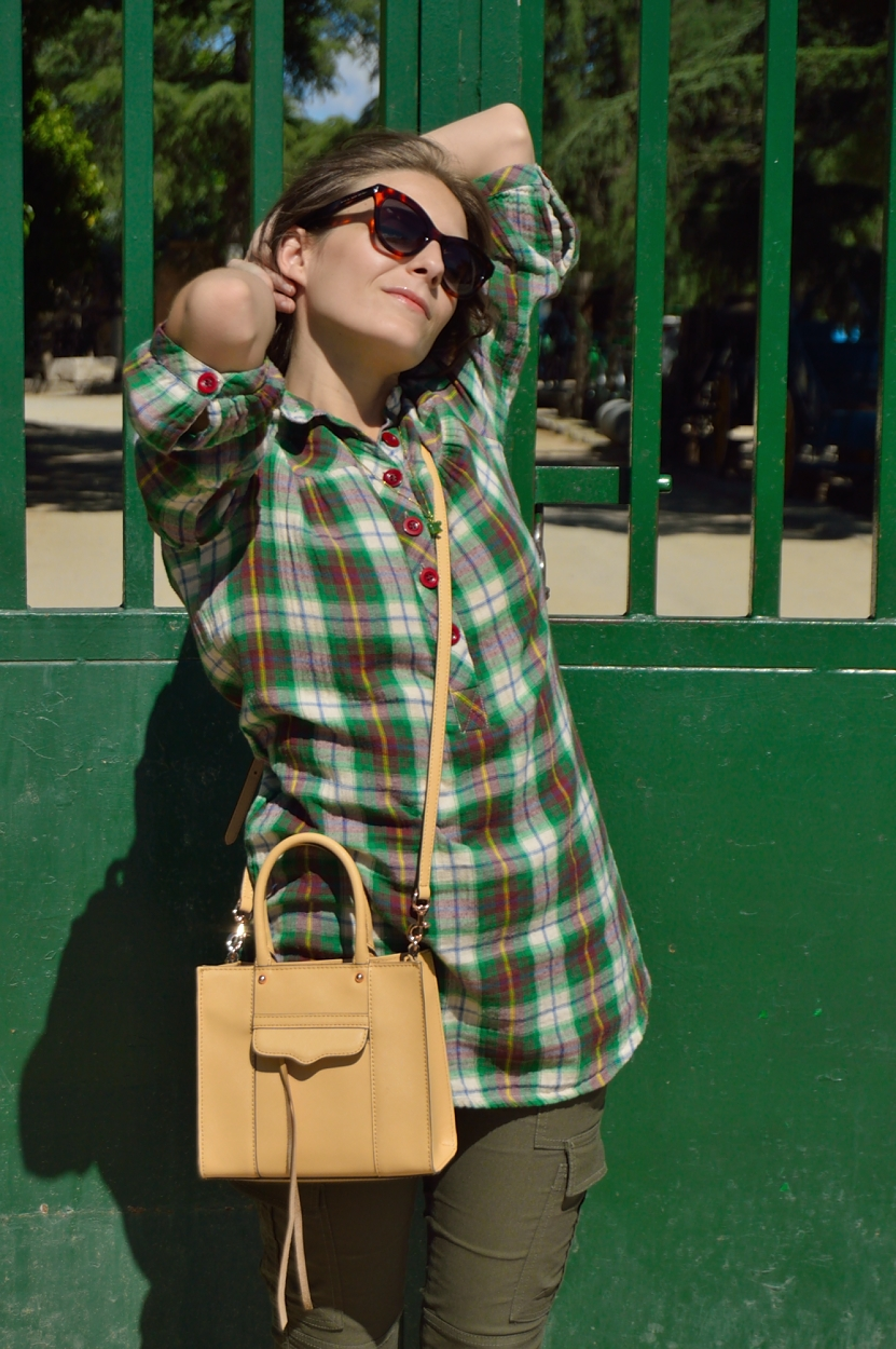 lara-vazquez-madlula-blog-biscuit-bag-green-look