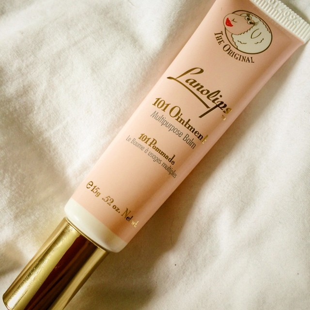Oh gawd. I'm obsessed. More lip balm. This one is pure lanolin. It's marvellous and I love it.