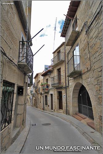 Casas y calle típica fermosellanas.