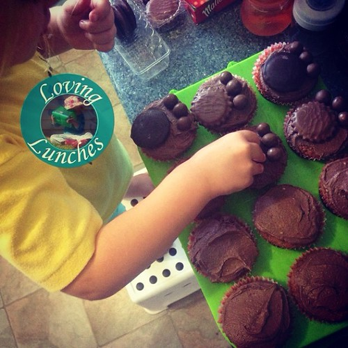 Loving some help in the kitchen… #kidsinthekitchen @colessupermarkets @maternitycoalition #teddybearspicnic #cupcake