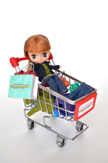 Petite Blythe doll outfit shopping