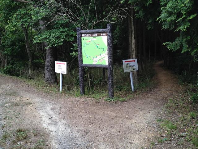 多度山 瀬音の森コース縦走路分岐
