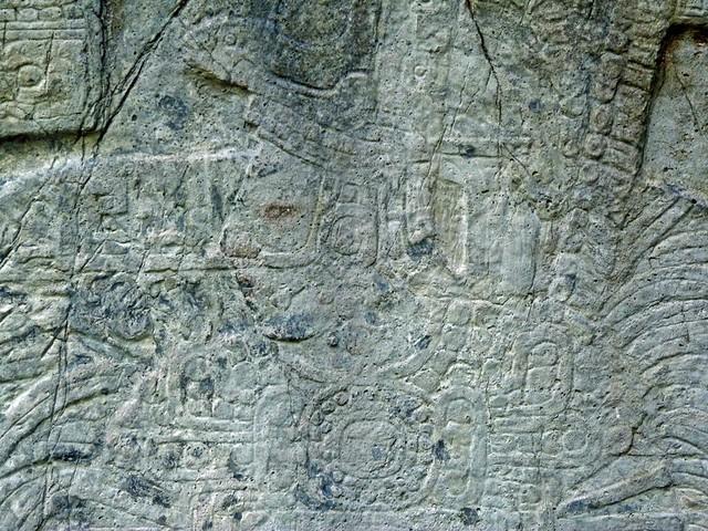 Figura de un rey de Tikal en una estela