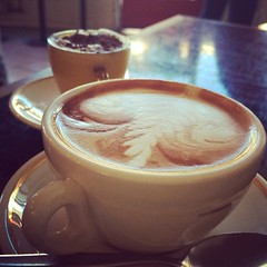 atole(0.0), espresso(1.0), cappuccino(1.0), flat white(1.0), cup(1.0), mocaccino(1.0), hong kong-style milk tea(1.0), salep(1.0), cortado(1.0), coffee milk(1.0), caf㩠au lait(1.0), coffee(1.0), ristretto(1.0), caff㨠macchiato(1.0), caff㨠americano(1.0), drink(1.0), latte(1.0), caffeine(1.0),