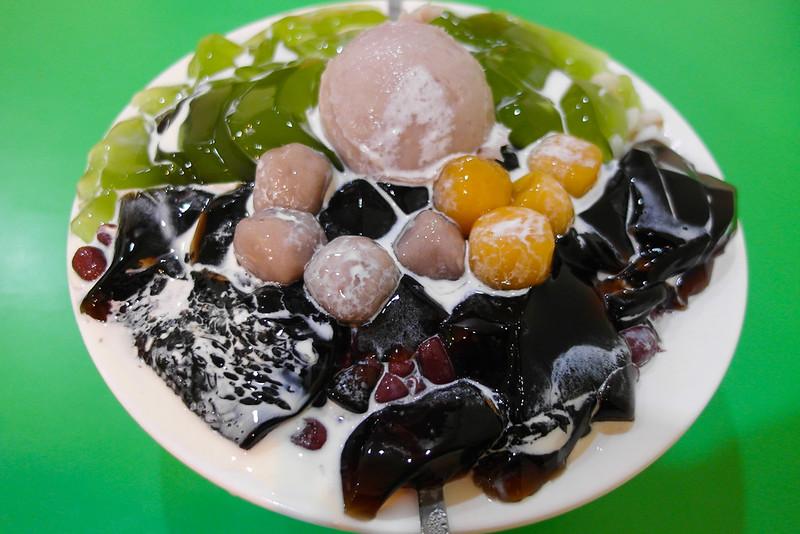 [美食] 台南 大三圓 仙草抹茶芋沙綜合凍 一個銅板有八種配料,夏日消暑聖品!