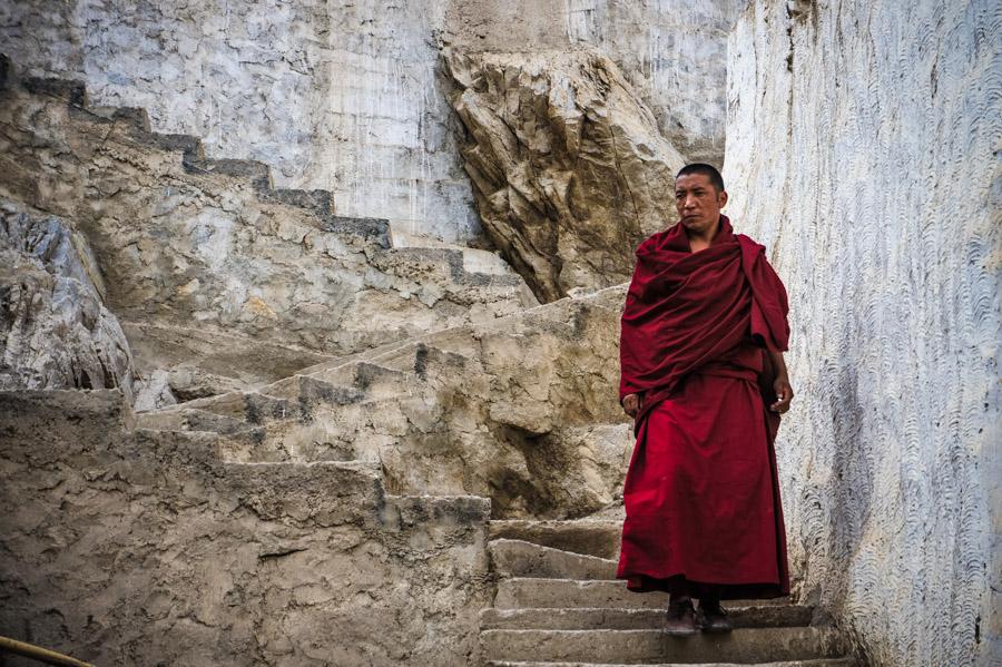 Монах монастыря, школа гелуг.. Монастыри Ладакха (Монастыри малого Тибета) © Kartzon Dream - авторские путешествия, авторские туры в Ладакх, тревел фото, тревел видео, фототуры