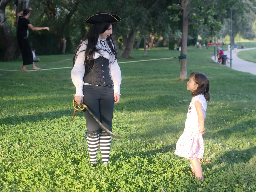 related image - Shooting She's a Pirate - Avignon - 2014-08-10- P1910001