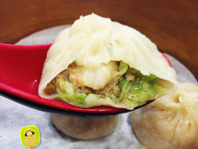 KUNG FU Little Steamed Buns Ramen - shrimp and loofah steamed pork bun - soup