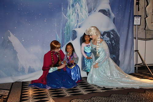 Anna and Elsa meet and greet