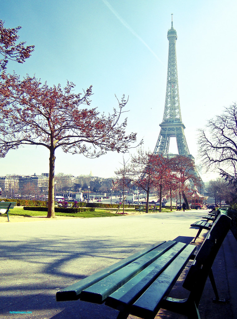 Empty benches in the Trocadero gardens and beautiful Tour Eiffel view