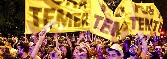 """Nas ruas de todo o país, foliões pedem """"Fora, Temer"""" - Créditos: Reprodução/Brasil 247"""
