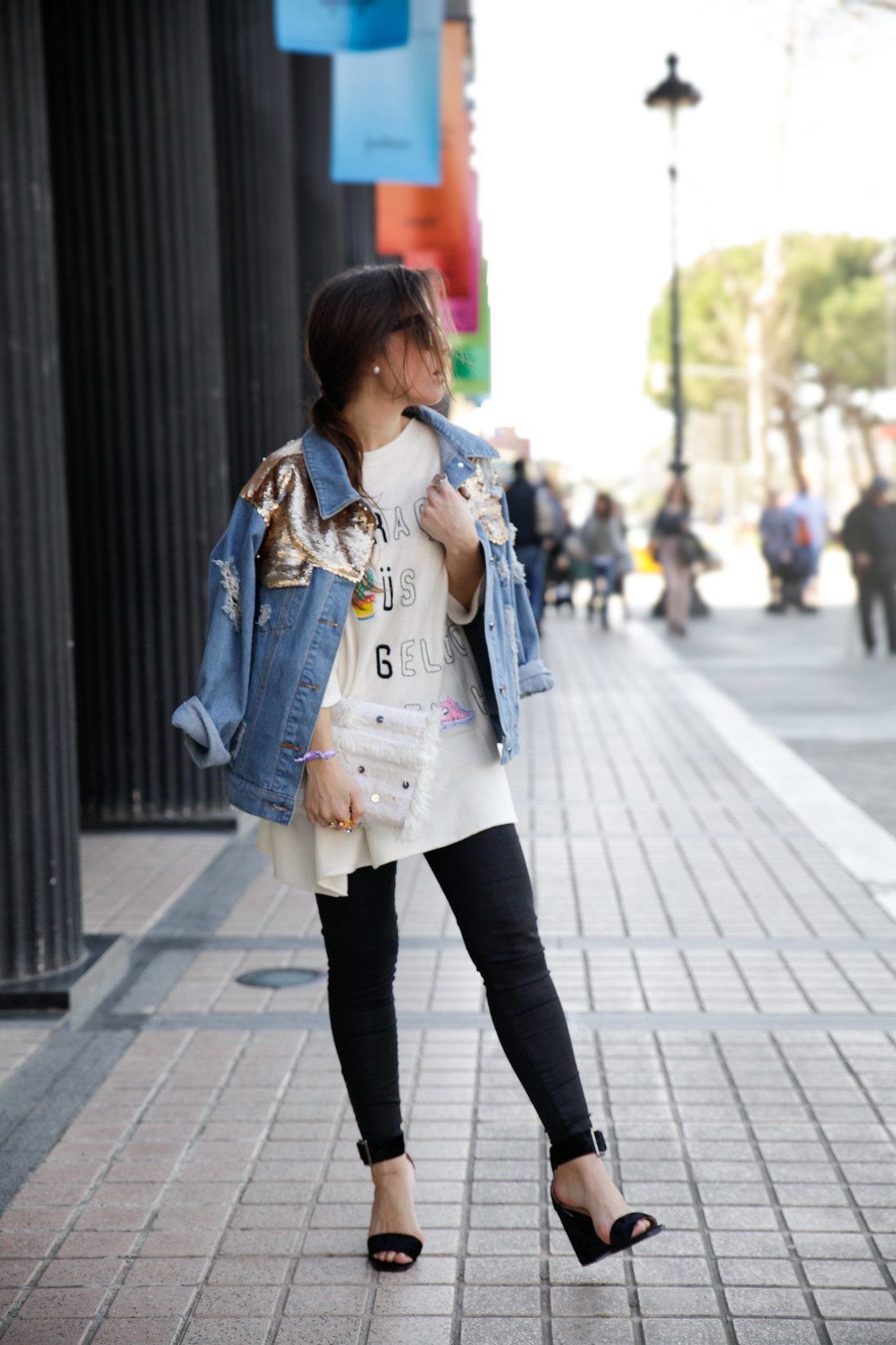 TREND_ ALERT_EMBROIDERY_AND_PATCHES_SEQUINS_DAY STREET STYLE BARCELONA