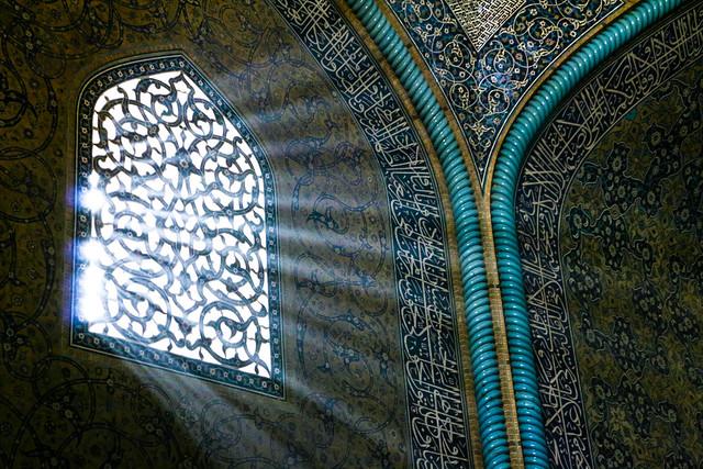 Sunlight through the window, Sheikh Lotfollah mosque, Isfahan イスファハン、マスジェデ・シェイフ・ロトゥフォッラーの窓から差す光