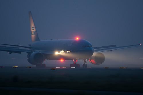 KLM 777 Night Landing