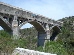 girder bridge(0.0), transport(0.0), overpass(0.0), waterway(0.0), devil's bridge(1.0), arch(1.0), aqueduct(1.0), arch bridge(1.0), viaduct(1.0), bridge(1.0),