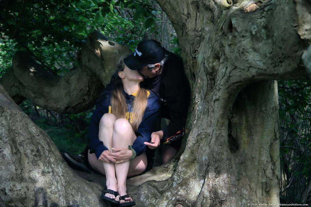 ♪ Ingrid-n-Walter sitting in a tree... ♫