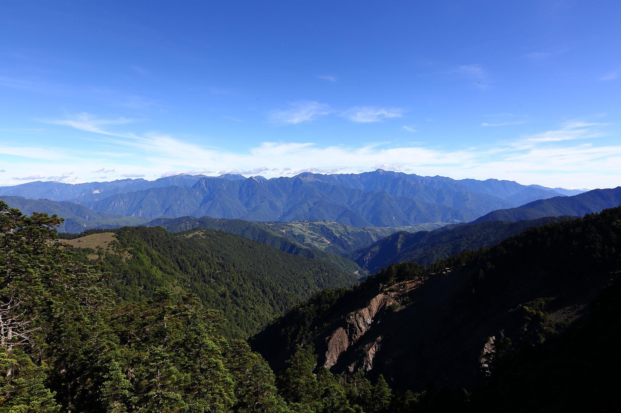 雪山西南稜全景