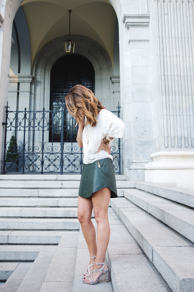 Snake_Sandals-Green_Skirt-Lace_Top-Outfit-Street_Style-16