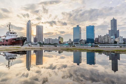 sunset reflection pier cloudy 高雄 碼頭 倒影 真愛碼頭 鹽埕
