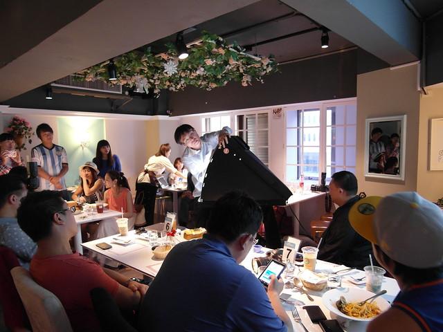 廖阿輝現場展示迷你攝影棚 @痞客邦Pixnet「痞市集」說明會