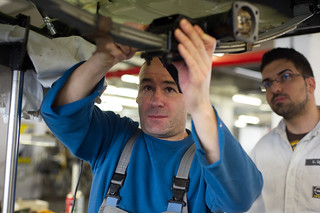 Fabian Nebe bei der Restaurierung des Opel Kadett A Caravan
