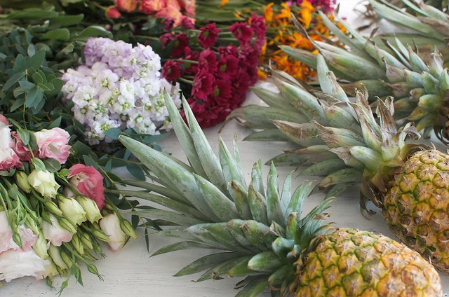 Pineapple vase DIY www.apairandasparediy.com